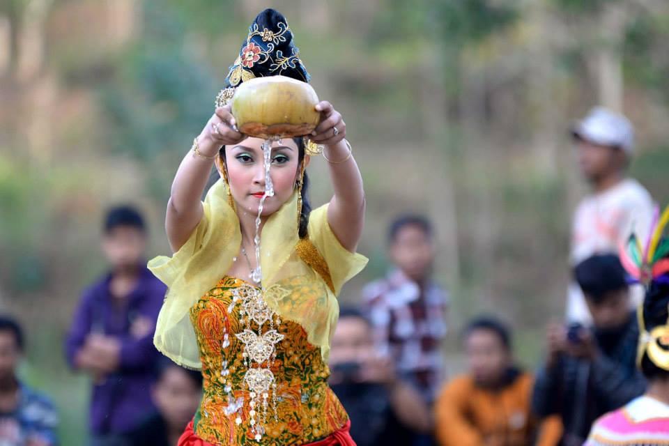 Badut Sinampurno Pacitan Tradition